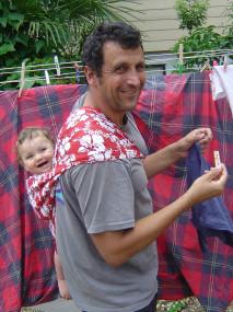 बाळाला वागवणारे पुरुष